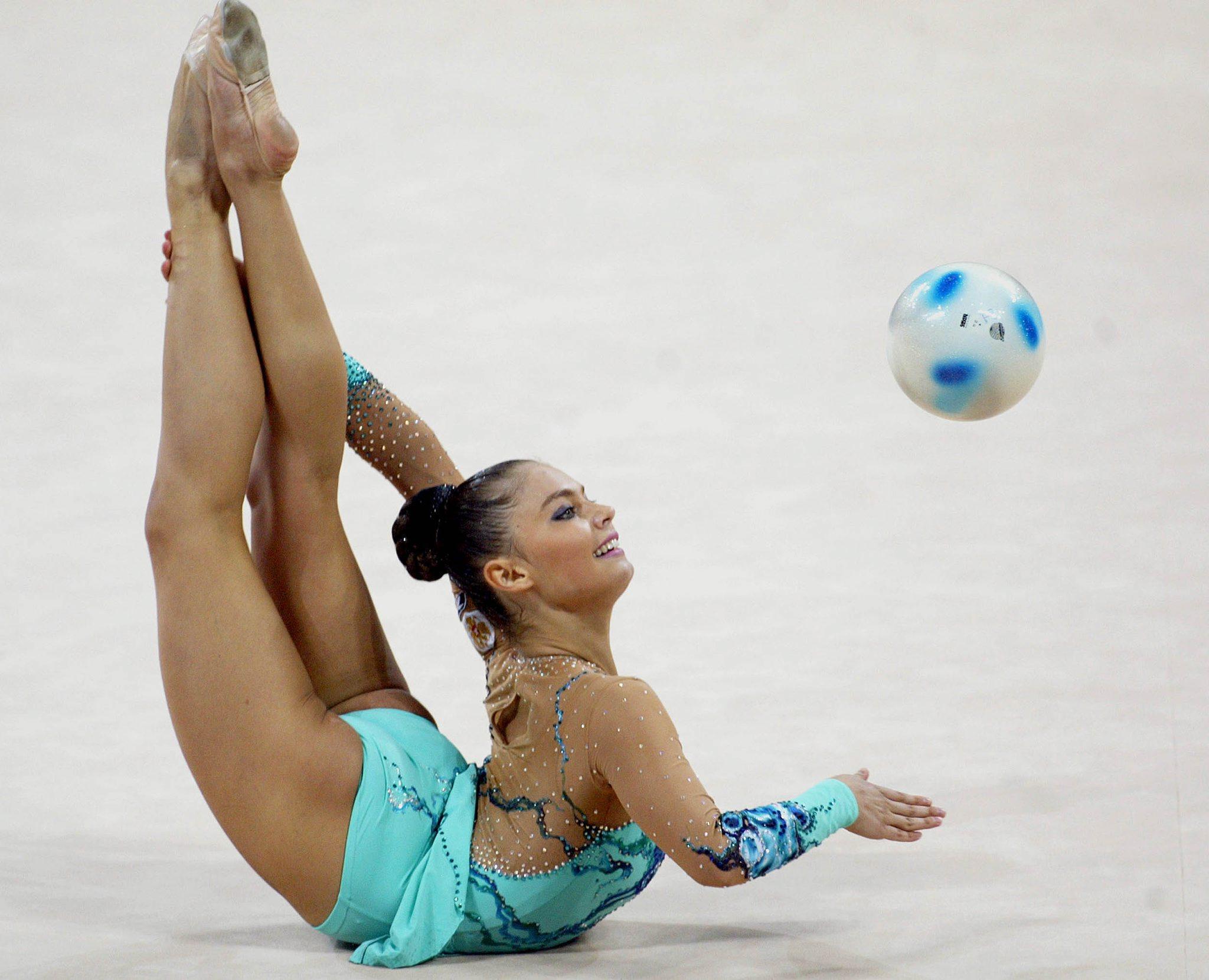 Спортсменка с гимнастики 16 фотография