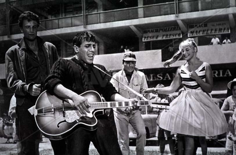 Картинки по запросу Челентано «Ребята и музыкальный автомат» (1959)