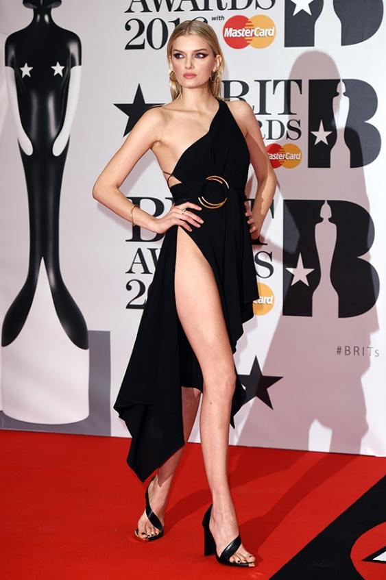 orig 4246dbaff2d47f99ef03fb04e515a00b - Лучшие наряды звезд на премии BRIT Awards-2016.