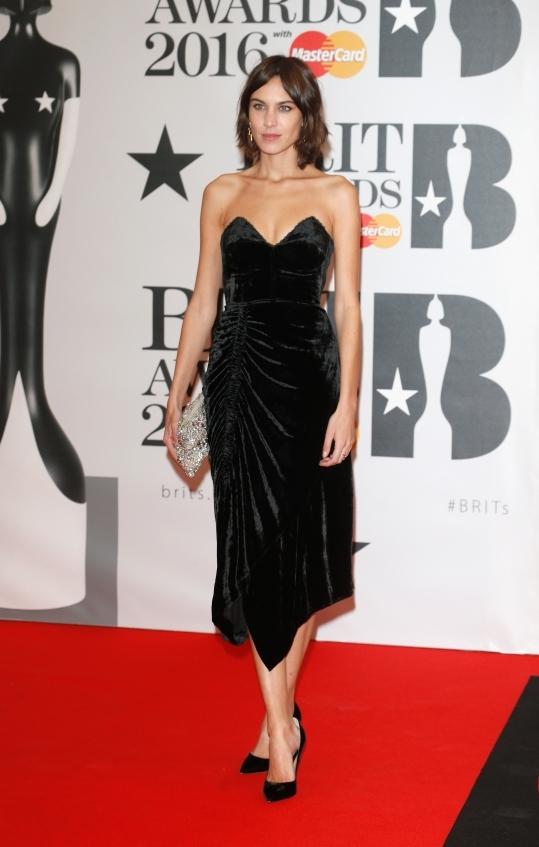 orig 86038f2fcfe7abd8ef168b179117968d - Лучшие наряды звезд на премии BRIT Awards-2016.