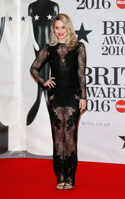 orig 405d1f5ea704c0304fff29883ca7f1f9 - Худшие наряды звезд на премии BRIT Awards-2016.