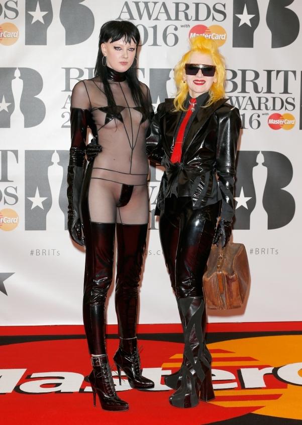 orig 4b50eab0801631a50bf610bff04d5909 - Худшие наряды звезд на премии BRIT Awards-2016.