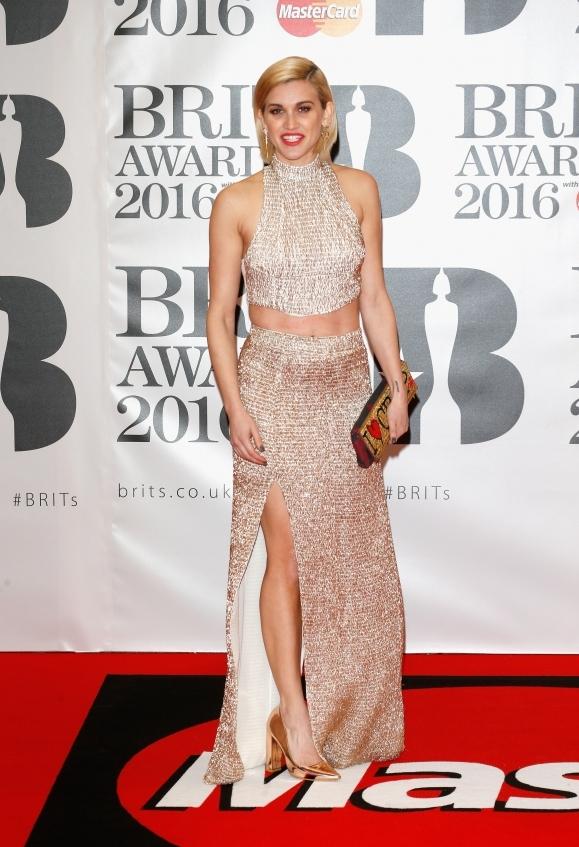 orig d36775c6b12baa57a3a1457f0a0361cb - Худшие наряды звезд на премии BRIT Awards-2016.