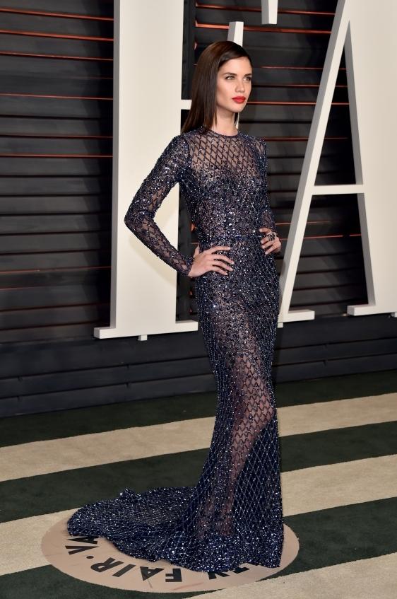 orig 307cc135b614bd78c7024e8df453ecc0 - Лучшие наряды знаменитостей на afterparty Vanity Fair после кинопремии Оскар.