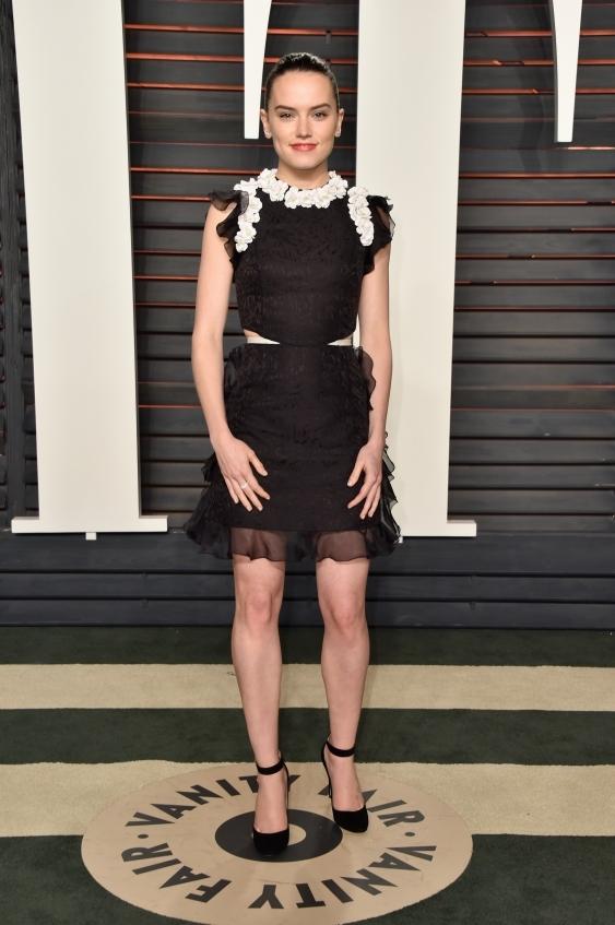 orig 7abf1b4cac5a8ada5cb495fb4bd9bd38 - Неудачные наряды звезд на afterparty Vanity Fair после церемонии Оскар-2016.