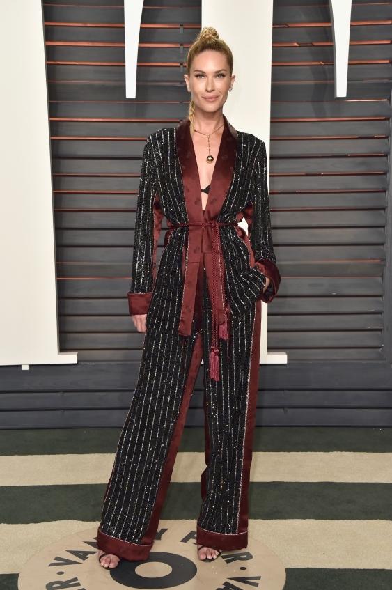 orig 988ec173eebb802ee52d65cabf0a9010 - Неудачные наряды звезд на afterparty Vanity Fair после церемонии Оскар-2016.