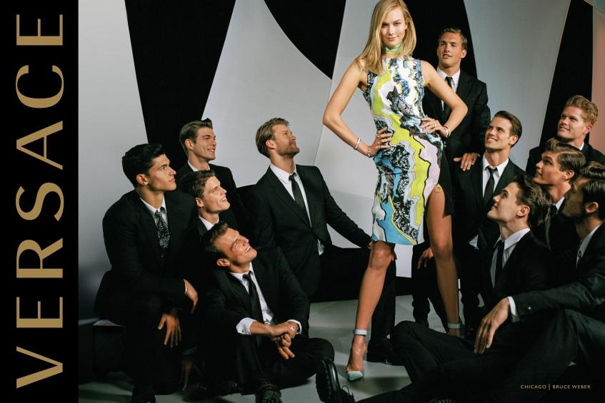 orig 7d6b78576a9b287902d17a082345213d - Модели Джиджи Хадид и Карли Клосс стали мамами в новой рекламной кампании Versace.