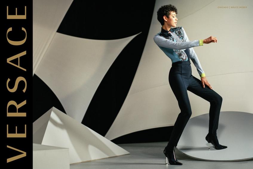 orig fe1e9b90845b1695db4f3d1bf1bff2cb - Модели Джиджи Хадид и Карли Клосс стали мамами в новой рекламной кампании Versace.