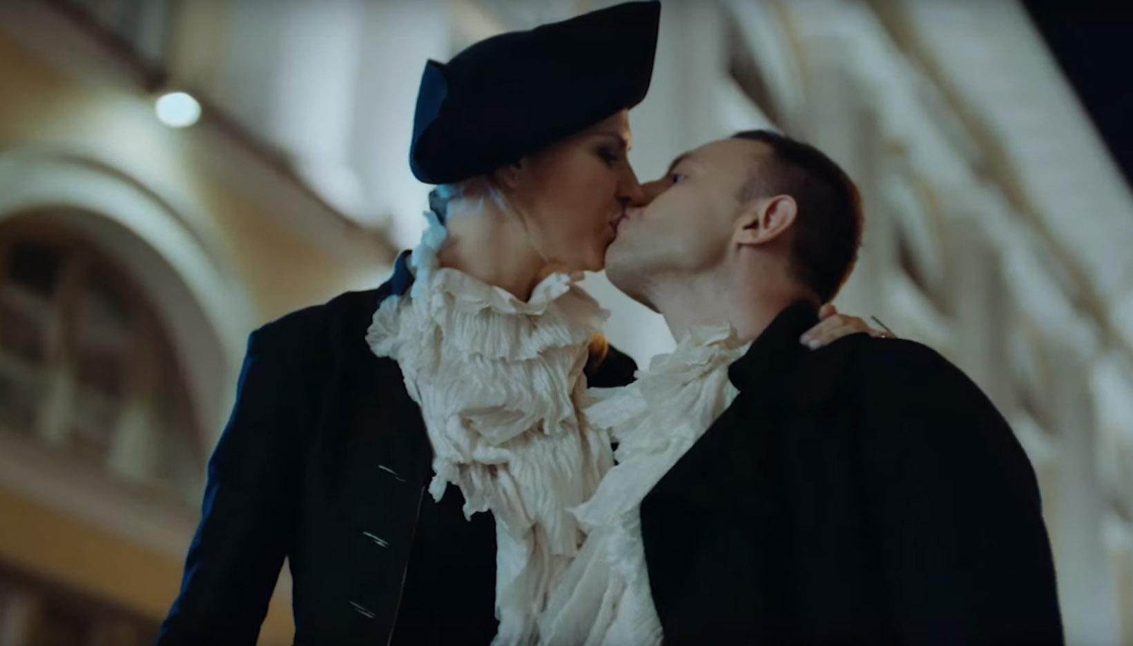 Солист группы «Звери» снял в клипе жену