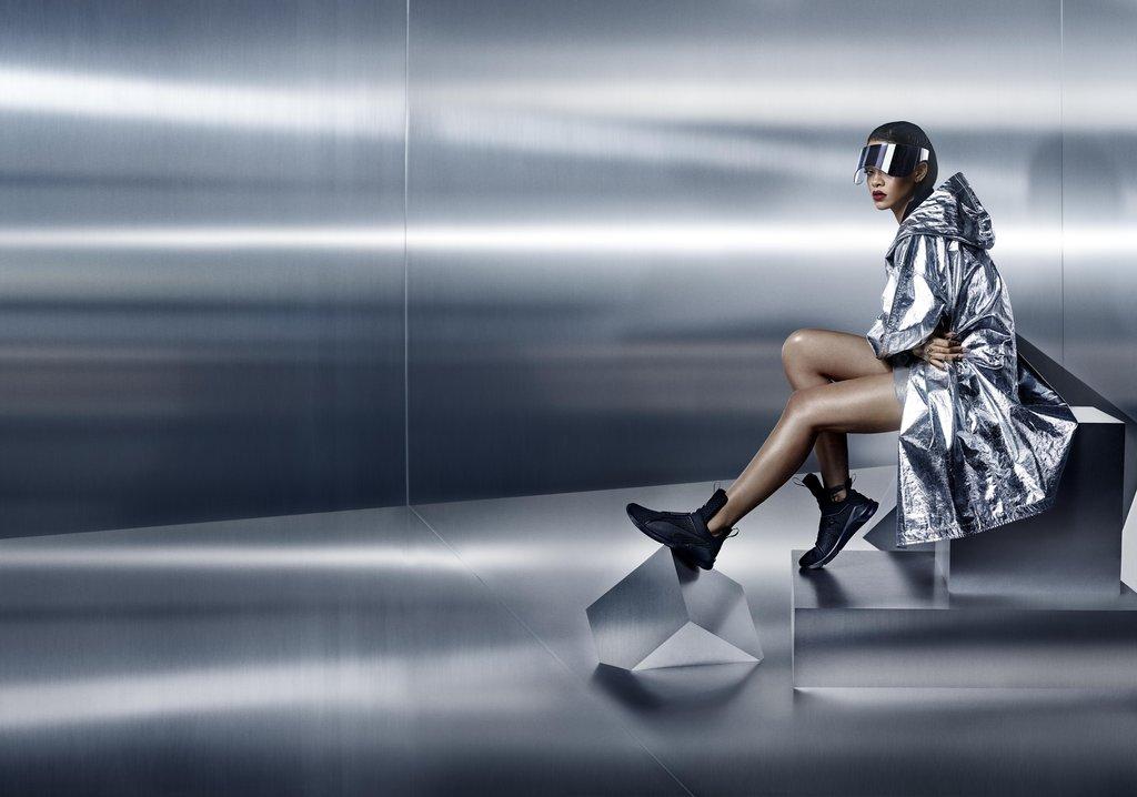 Хит месяца – новые кроссовки Rihanna x Puma - PEOPLETALK da29c0ed095