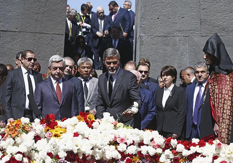 Цветы к мемориалу, Клуни