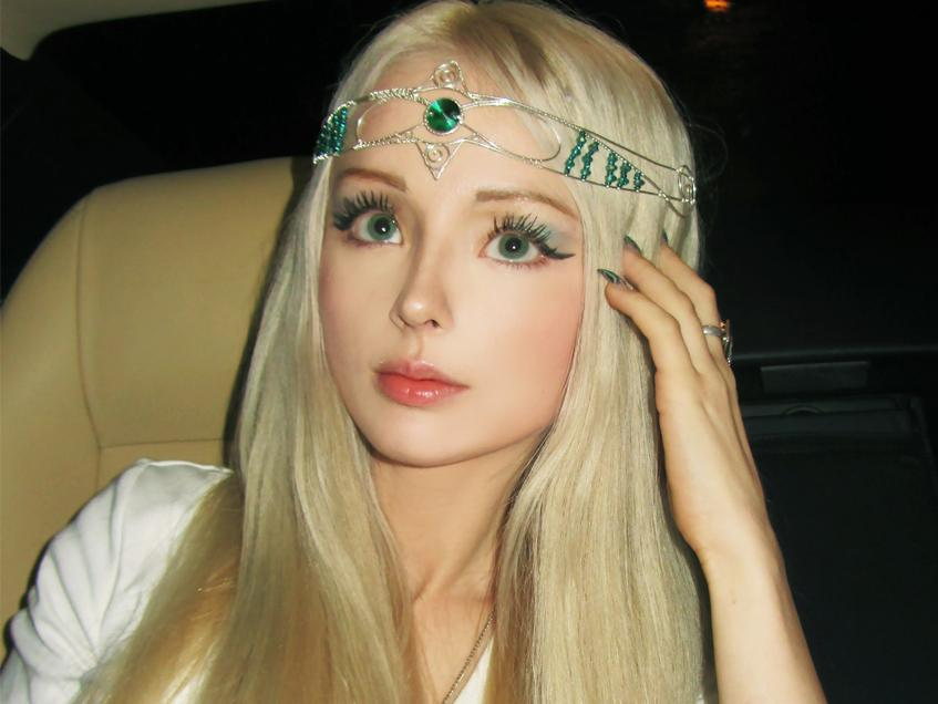 «Живая Барби»