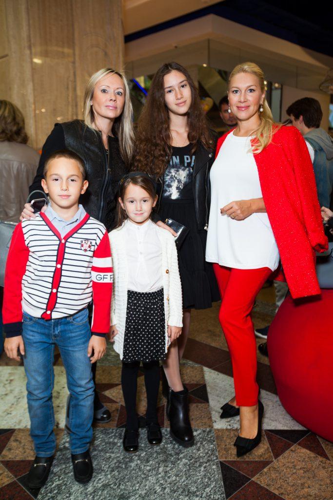 Мария Бутырская с сыном Владиславом и дочкой Александрой, Екатерина Одинцова с дочкой Диной