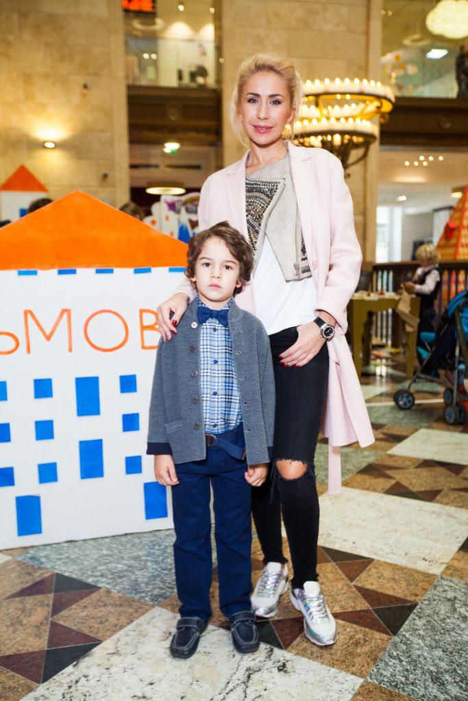 Анастасия Гребенкика с сыном Иваном