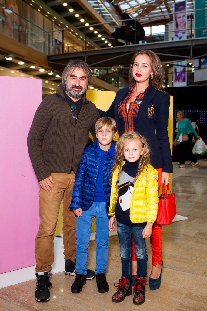 Анна и Александр Толмацкие с детьми Федором и Анфисой