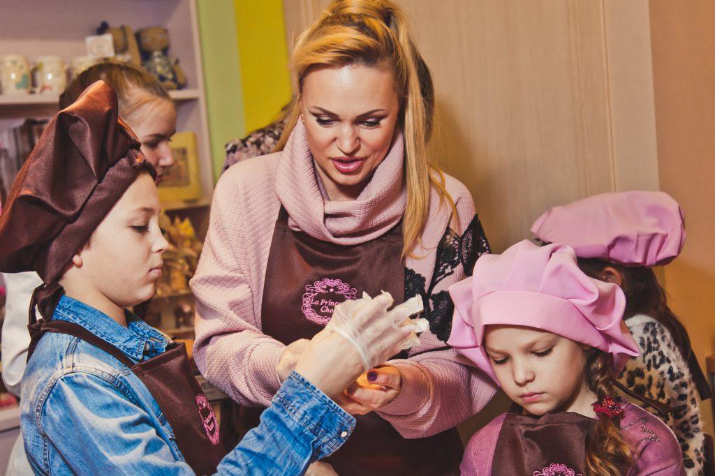 Алла Довлатова с сыном Павлом и дочкой Александрой