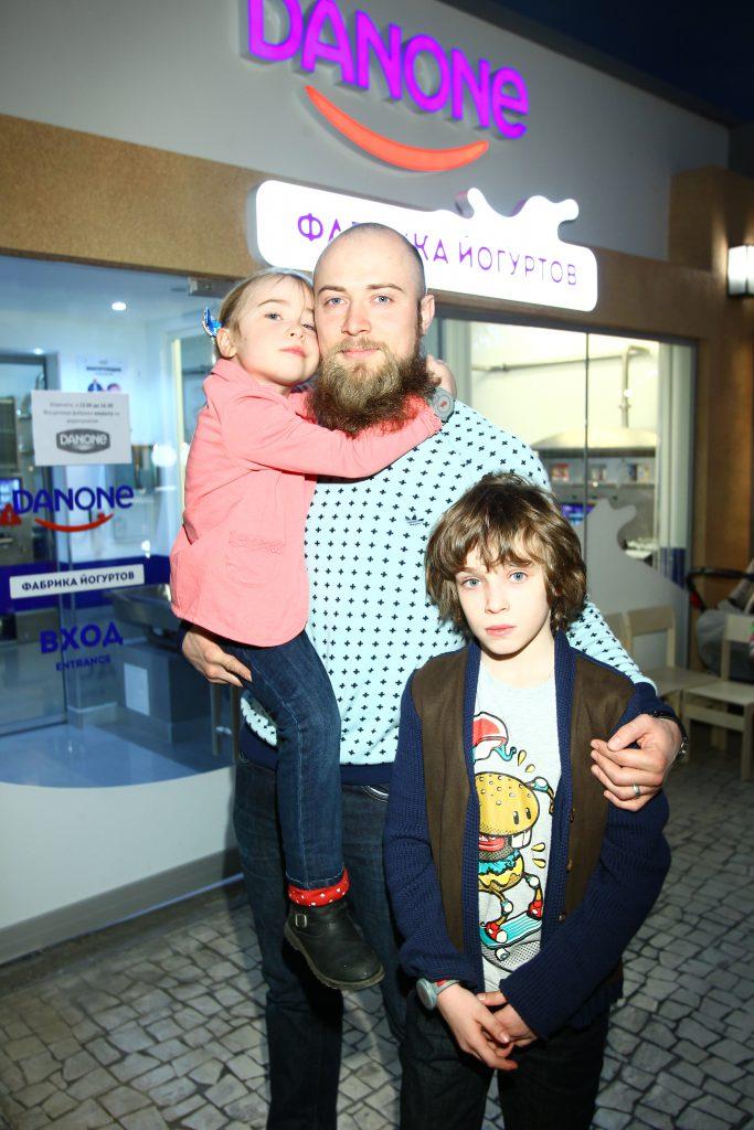 Валерий Колосков с детьми