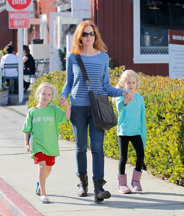 Актриса Марсия Кросс (52) и Том Махони (58) тоже счастливые родители близняшек. В феврале 2007 года актриса родила Иден (8) и Саванну (8)