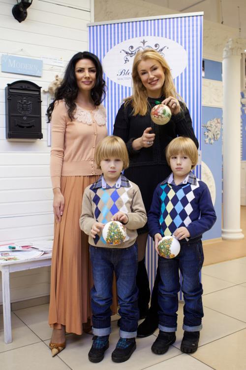 Актриса Мария Шукшина (47) и ее близнецы Фома (10) и Фока (10), которые появились на свет в 2005 году