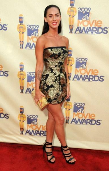 Где: Премия  MTV Movie Awards 2009. В чем: Платье Dolce &Gabbana, туфли Сhristian Louboutin.