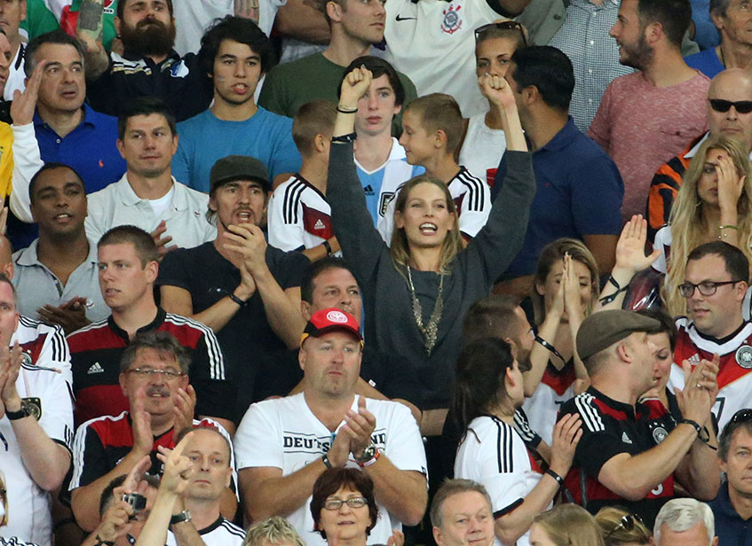 Модель Сара Бранднер (25), девушка полузащитника футбольного клуба Bayern Munchen и сборной Германии Бастиана Швайнштайгера (30).