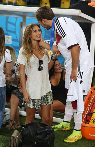 Модель Анн-Катрин Броммель (24), девушка полузащитника футбольного клуба Bayern Munchen и сборной Германии Марио Гётце (22).