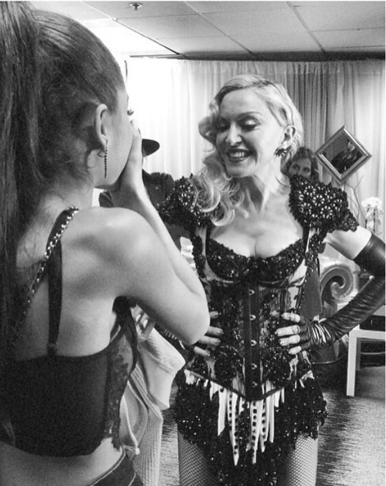 Певицы Ариана Гранде (21) и Мадонна (59)