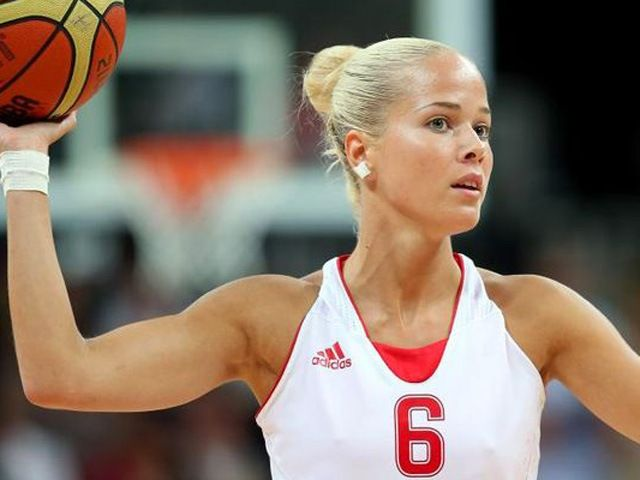 Баскетболистка Антония Мисура, 27