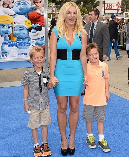 Певица Бритни Спирс (33), Шон Престон (10) и Джейден Джеймс Федерлайн (9)