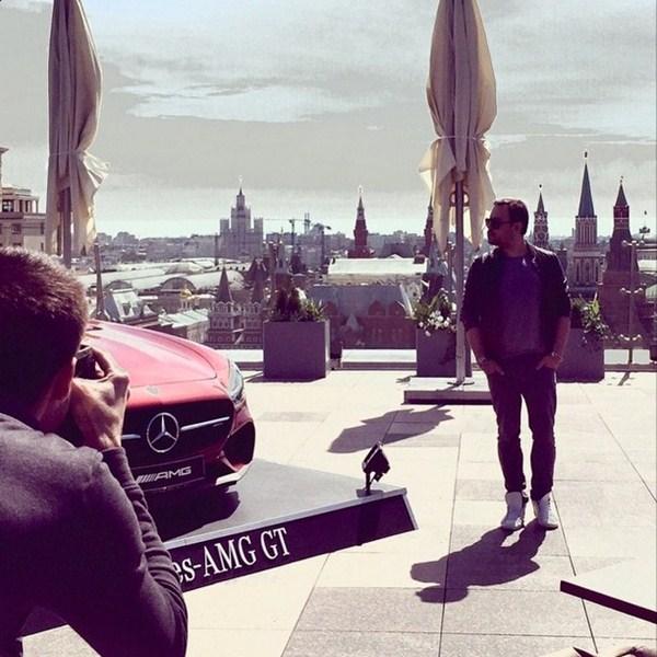 Игорь Чапурин заехал на Мерседесе на крышу отеля «Ритц-Карлтон».