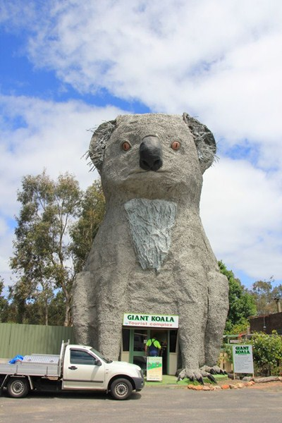 Дом-коала в деревне Дадсвеллс Бридж, штат Виктория, Австралия (ресторан и сувенирная лавка).
