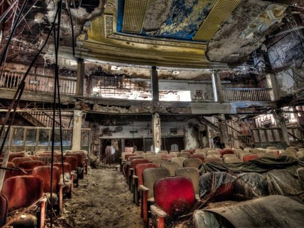 Заброшенный театр.