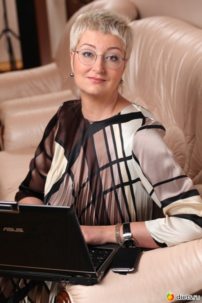 Татьяна Устинова (46) - российская писательница.