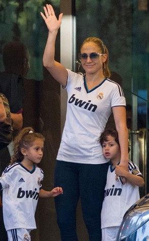 Певица Дженнифер Лопес (45) с сыном Максом (7) и дочерью Эмми (7)