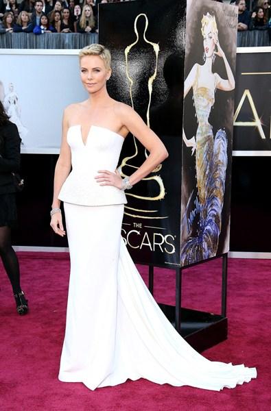 Актриса Шарлиз Терон (39)  в платье Christian Dior. 2013 год.