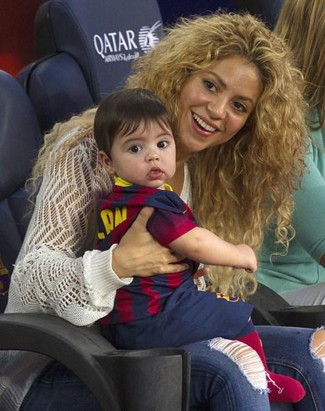 Певица Шакира (38) с сыном Миланом (2)
