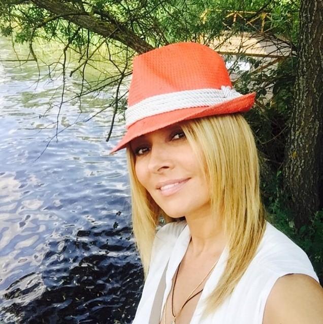 Анжелика Агурбаш решила побыть ближе к природе и провела выходные в Подмосковье.