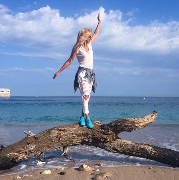 Ника Белоцерковская #ещеогого. Она пробежала 14 км по набережной Монако, и у нее еще остались силы, чтобы позировать для любимой соцсети.