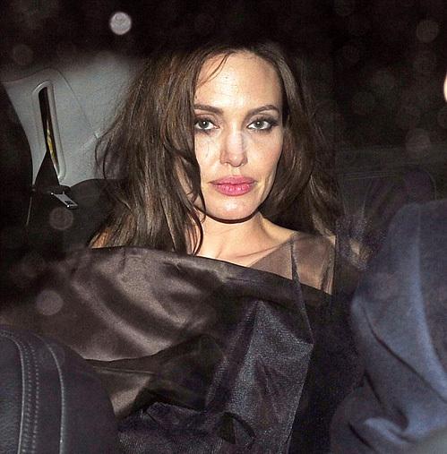 Анджелина Джоли (40) тоже бывает на вечеринках...