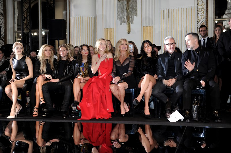 Гости во время показа Atelier Versace