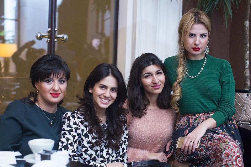 Лейла Тодадзе с дочерью и подругами