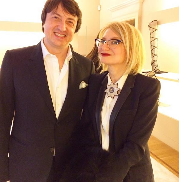 Эвелина Хромченко (44) не пропускала ни одного показа в Милане, а выглядела настолько потрясающе, что сам Джанвито Росси не удержался от искушения запечатлеть себя в обществе мадам Хромченко.