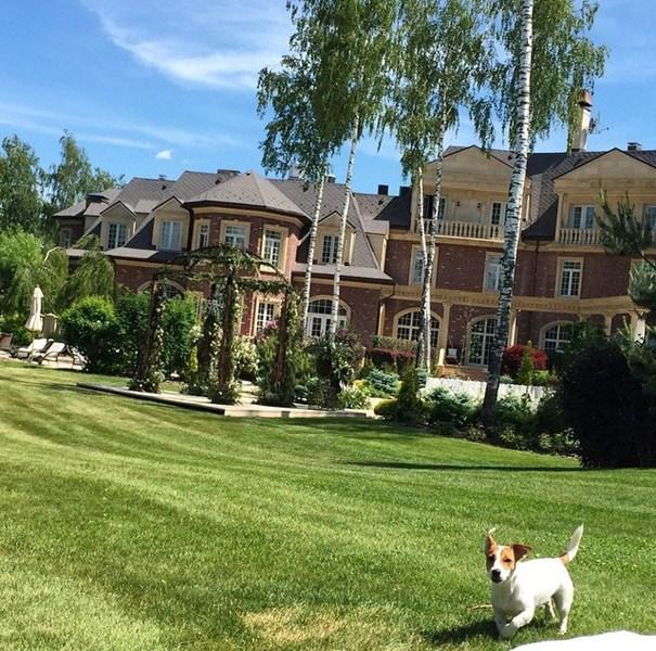 Анастасия Винокур провела выходные загородом.