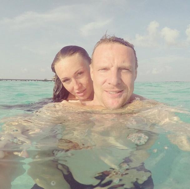 Голкипер «Зенита» Вячеслав Малафеев (35) с женой Екатериной (26) на Мальдивах