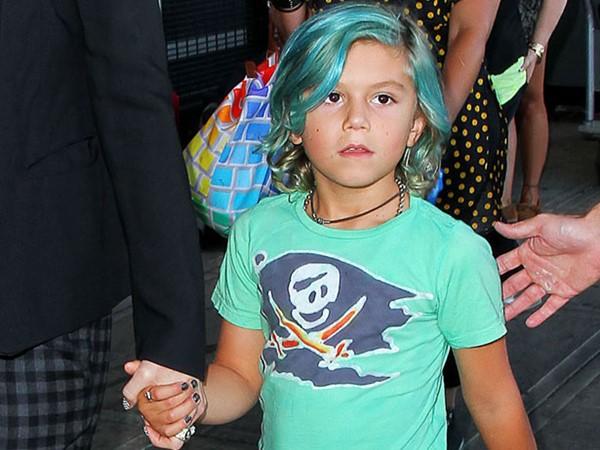 Сын вырос просто копией своей мамы! Гвен сама когда-то красилась в синий.