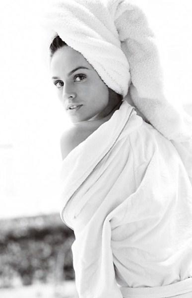 Изабель Гулар (30)