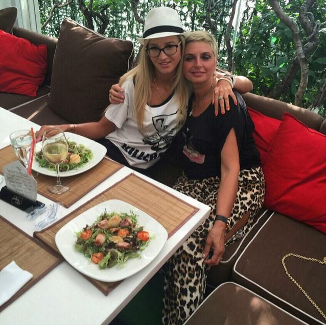 Ольга Бузова обедала со своей свекровью.