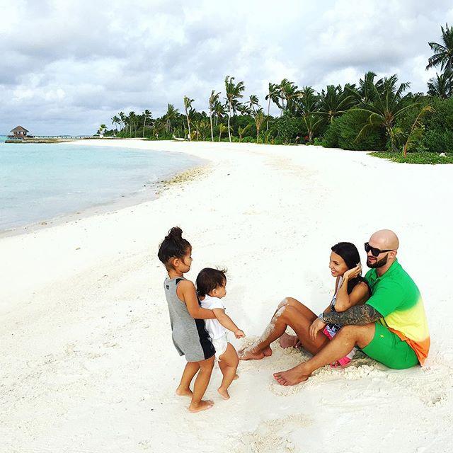 Рэпер Джиган наконец выбрался отдыхать вместе с семьей.