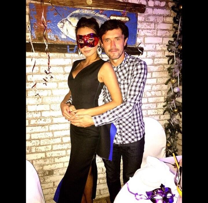 Полузащитник футбольного клуба «Динамо» Юрий Жирков (31) с женой моделью Инной (25)