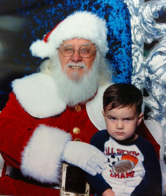 При встрече с Дэймоном из фильма «Омен» даже самый злобный Санта начнет тушеваться
